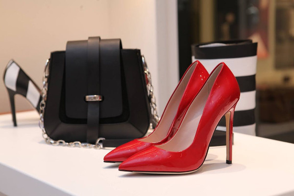 How Wearing Heels Can Seriously Impair Workplace Performance