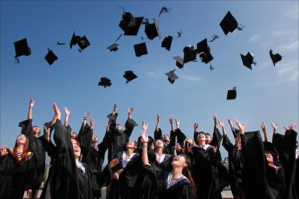 提高你的毕业生招聘和留住策略的顶级技巧
