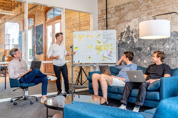 Smart office: How IoT can improve the day-to-day life of your employees